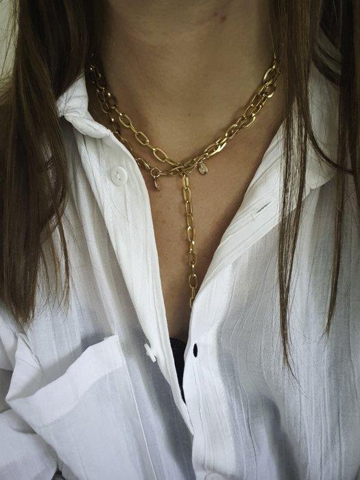 Ann Chain als Y Halskette